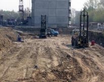 После окончания работ по ликвидации просадочности грунтов начнется непосредственно строительство еще одного многоэтажного жилого дома