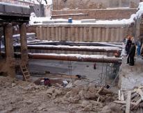 Сплошное шпунтовое ограждение из буровых свай впоследствии будет исполнять функции несущих стен строящегося сооружения